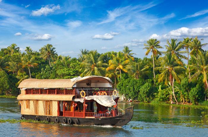 Kerala – Backwaters, Beaches & Wildlife